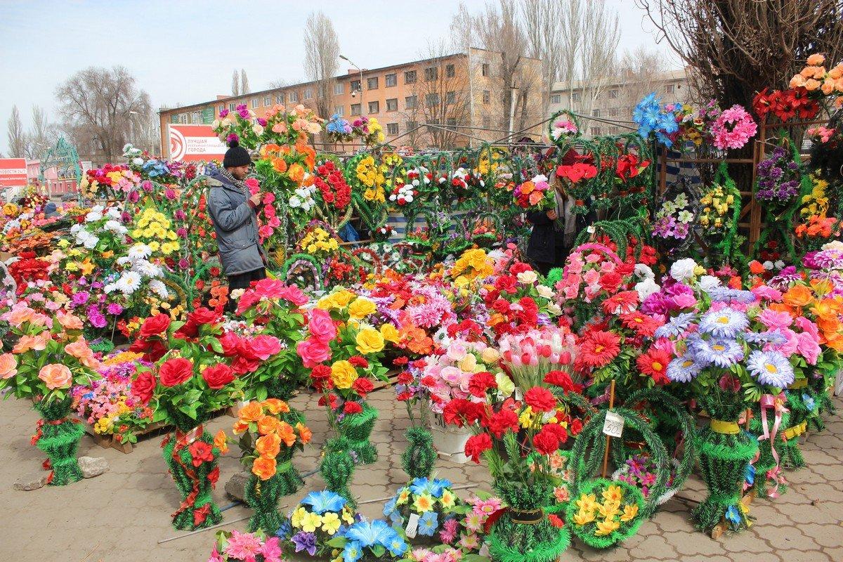 Все это цветы вскоре после праздников превратятся в мусор