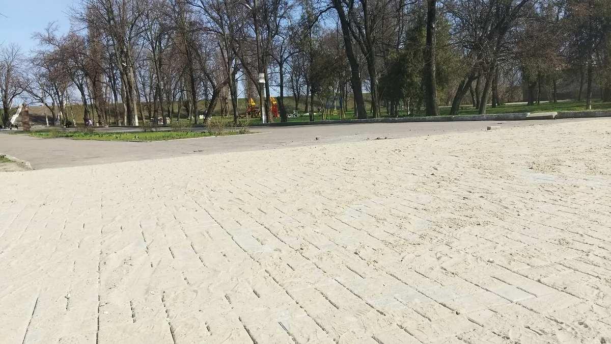 """Вход в парк """"Пушкина"""" теперь в тротуарной плитке"""