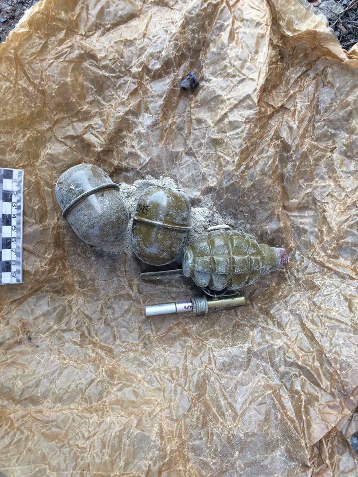 Сдали 4 гранаты, 3 снаряда и 1 мину времен ВОВ