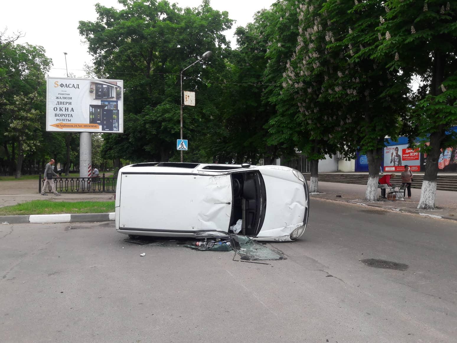 Renault Kangoo планируют эвакуировать сотрудники полиции