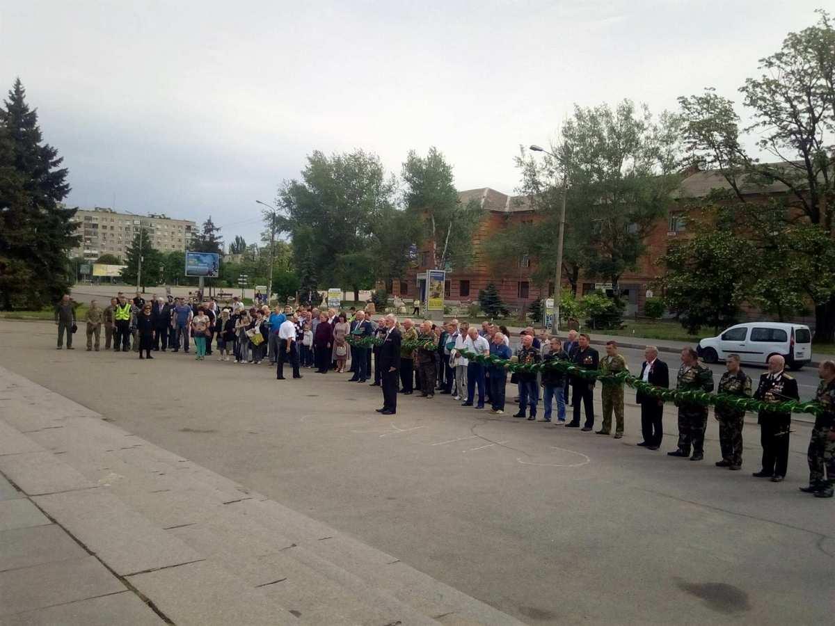 Более сотни никопольчан почтили память погибших в зоне АТО