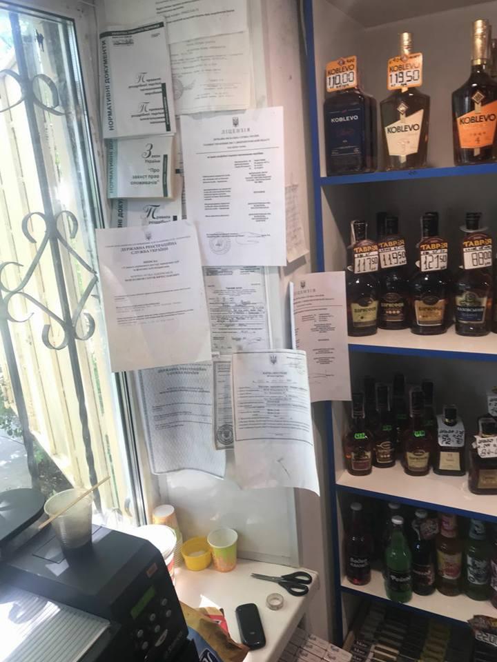 В Никополе полиция изъяла около 100 литров алкоголя без лицензии
