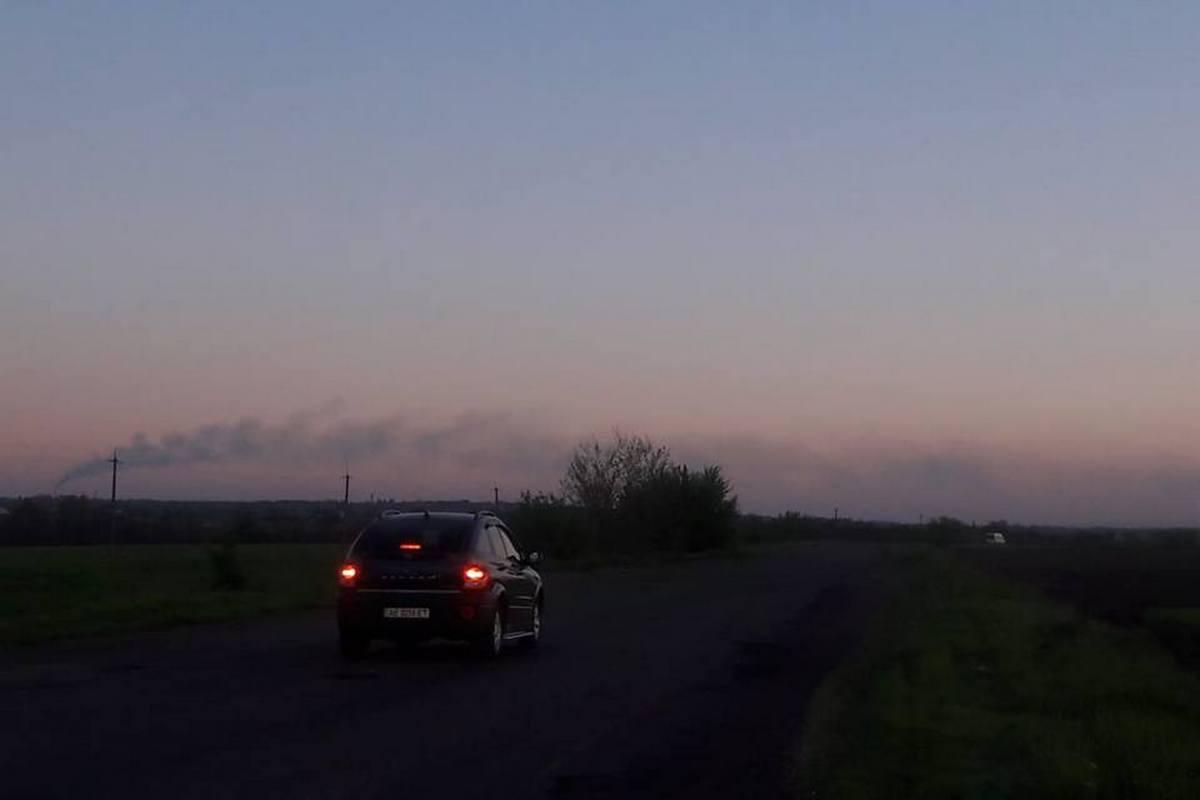 Густой дым из трубы ТЭС