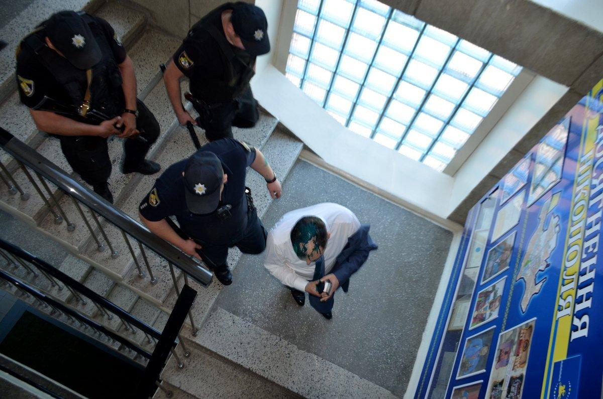 Андрея Фисака сопровождала полиция