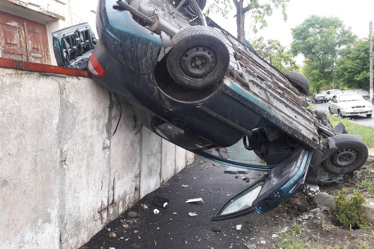 Daewoo Lanos слетел с дороги