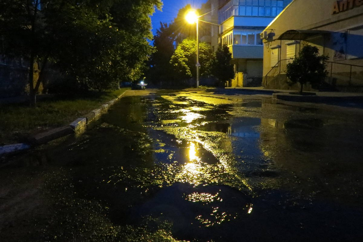 Вода добралась во дворы жилых домов