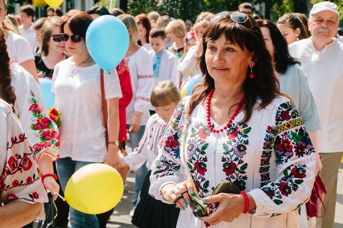 Яркие никопольчанки присоединились к праздничному шествию