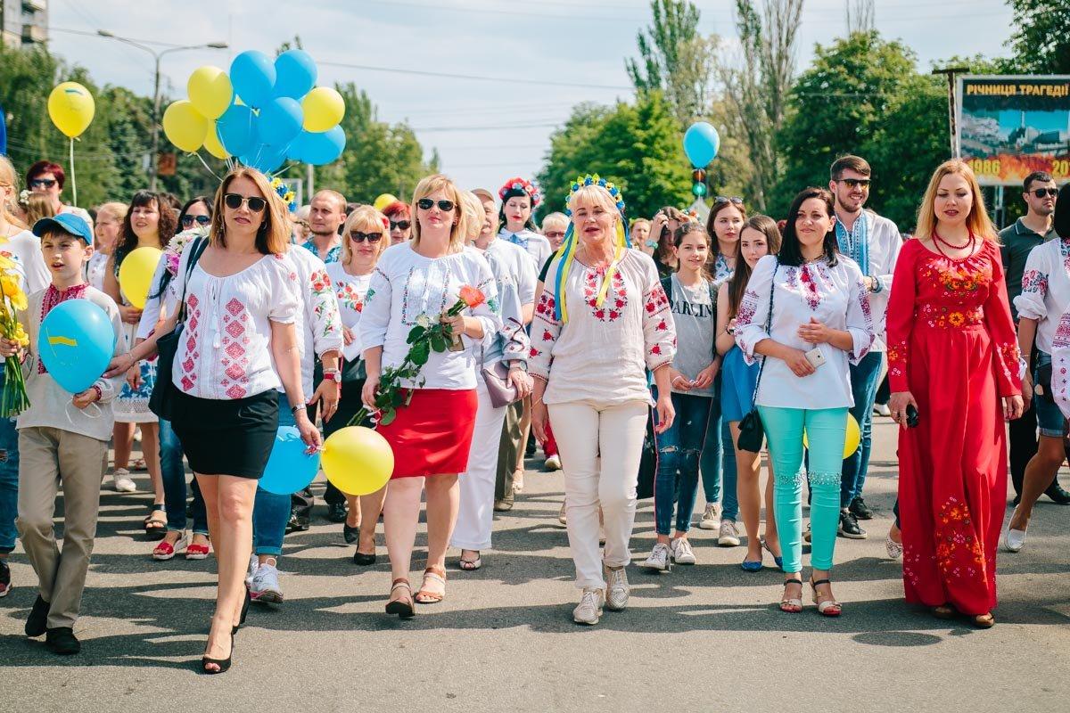 Праздничное шествие по центральной улице города