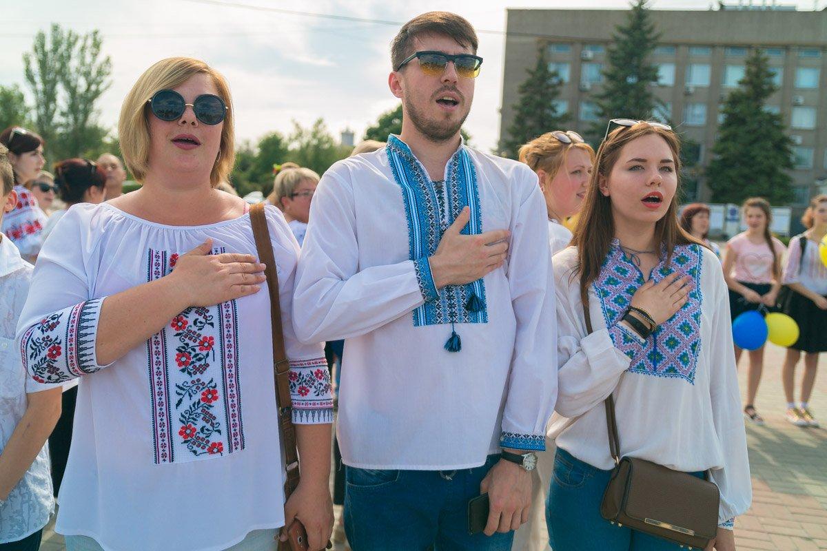 Участники парада исполнили гимн Украины