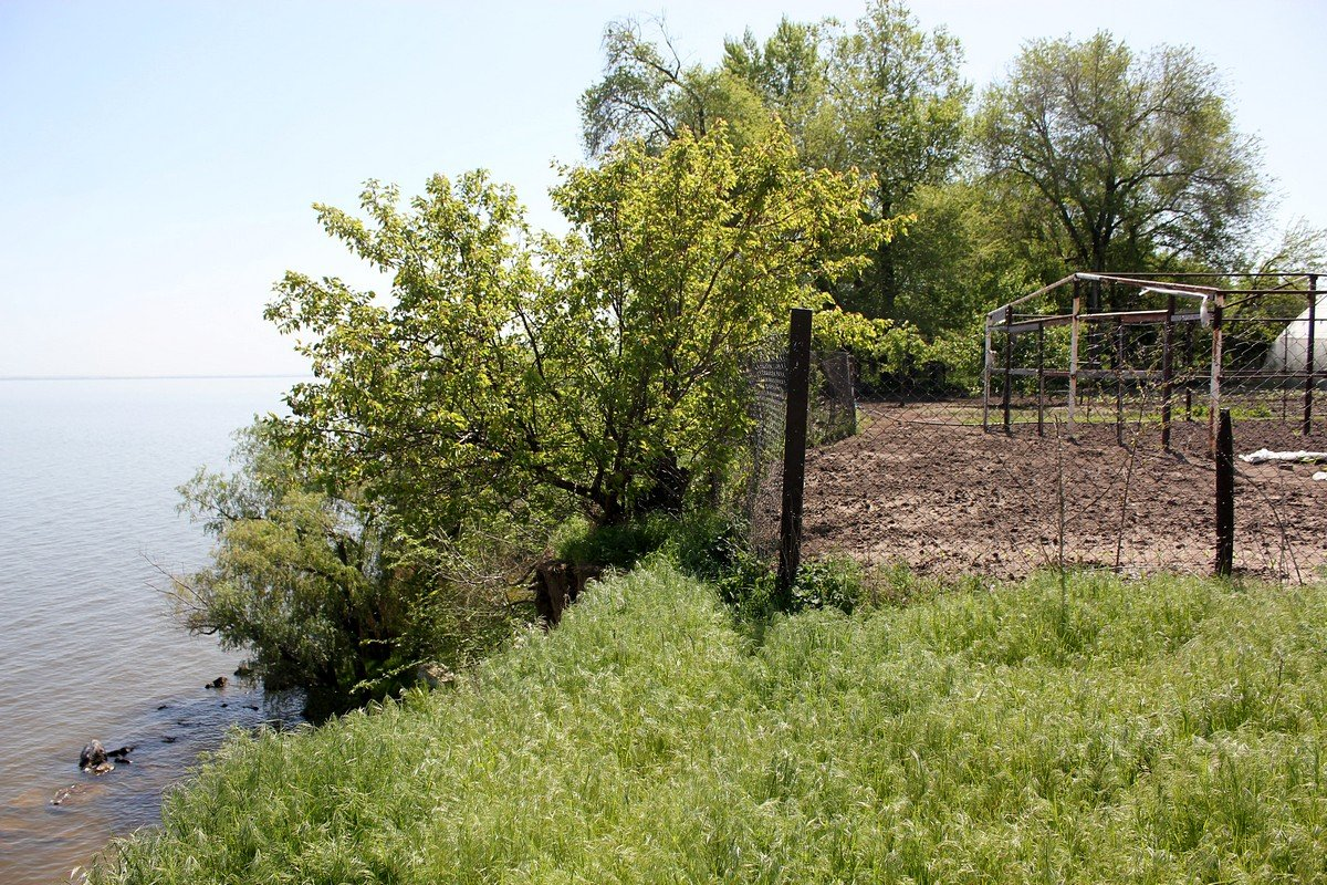 Земельный участок на краю обрыва