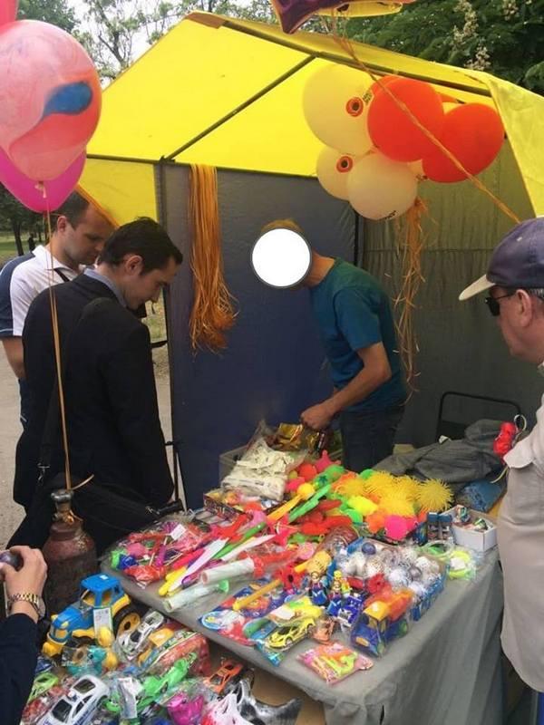 Полиция выявила и задокументировала факт продажи воздушных шариков с изображением запрещенной символики
