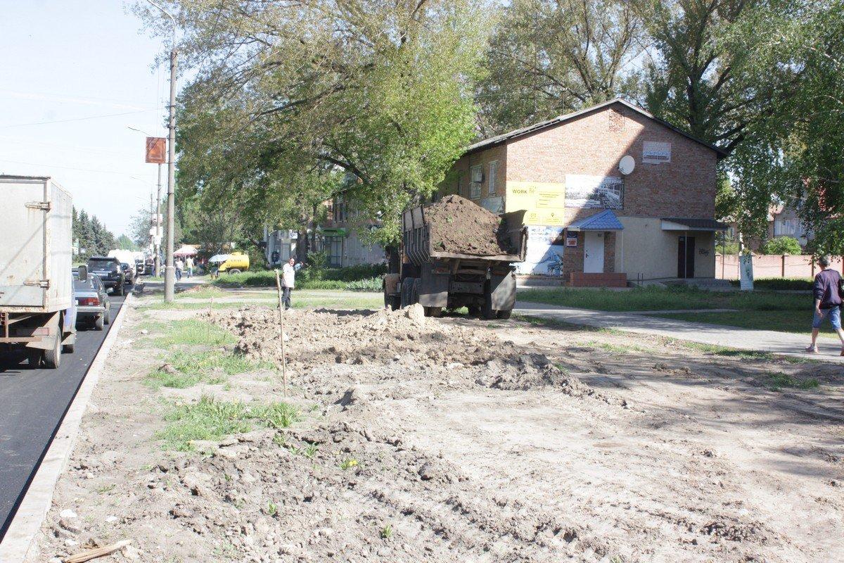 В процессе земельных работ сломали саженцы деревьев. Посадят ли новые - неизвестно