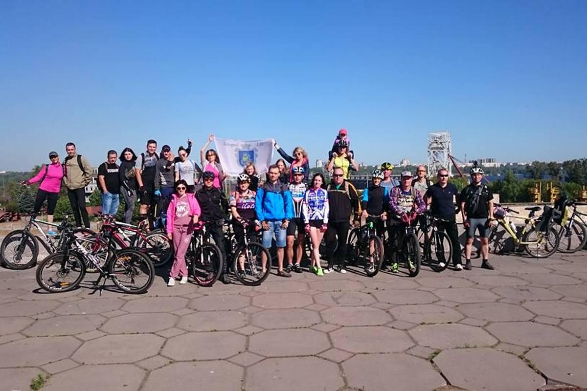 Спортсмены-любители преодолели на велосипедах 30 километров по Запорожью