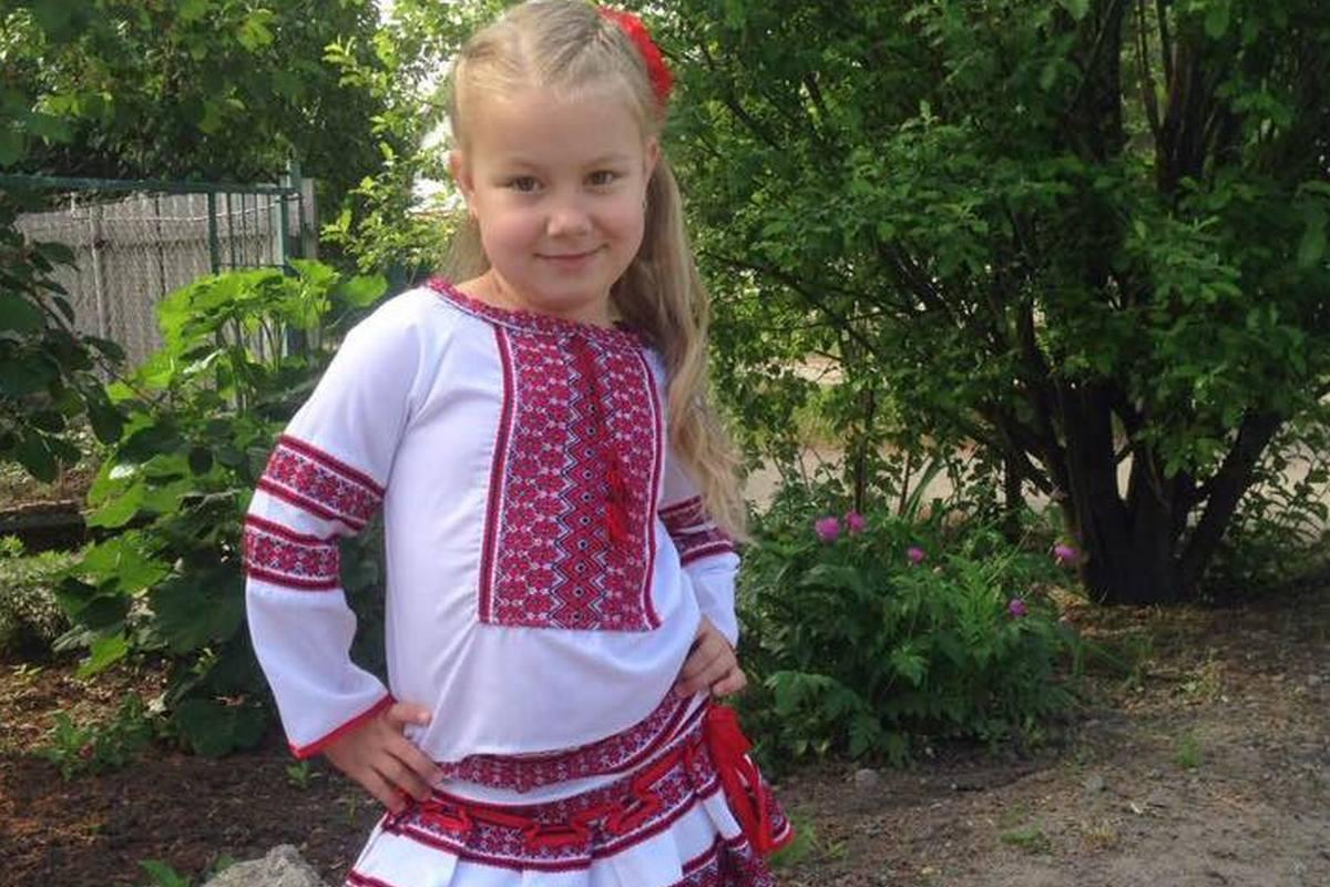 Маленькая никопольчанка в национальной одежде