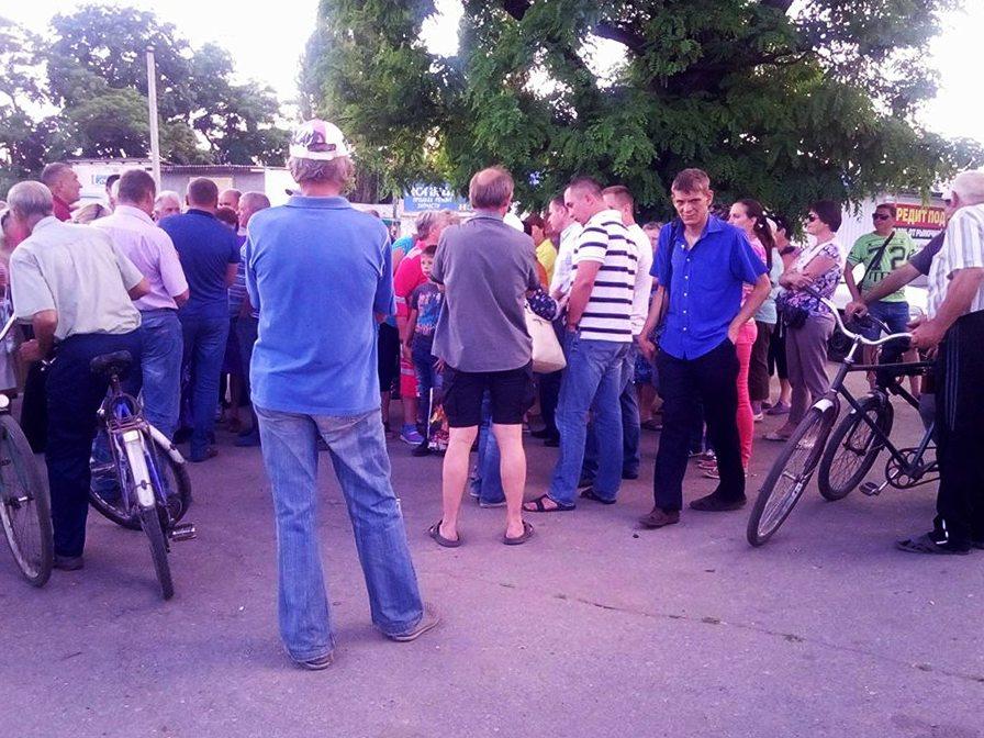 Жители пришли на мирное собрание
