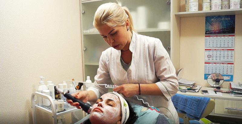 """Процедура увлажнения лица в салоне красоты """"Версаль"""" обойдется в 200 гривен"""