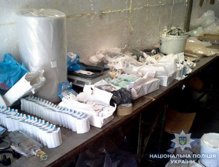 Полицейские изъяли 8,3 тысячи поддельных акцизных марок