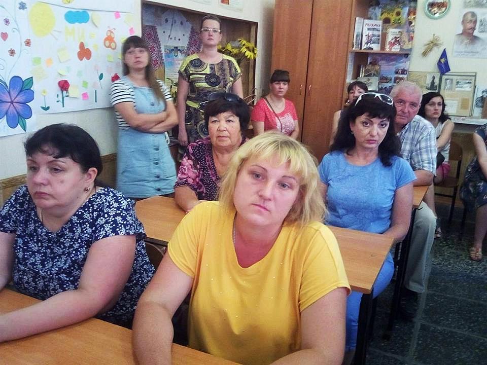 Справа - Надежда Алексеева, предложила организовать школьный автобус