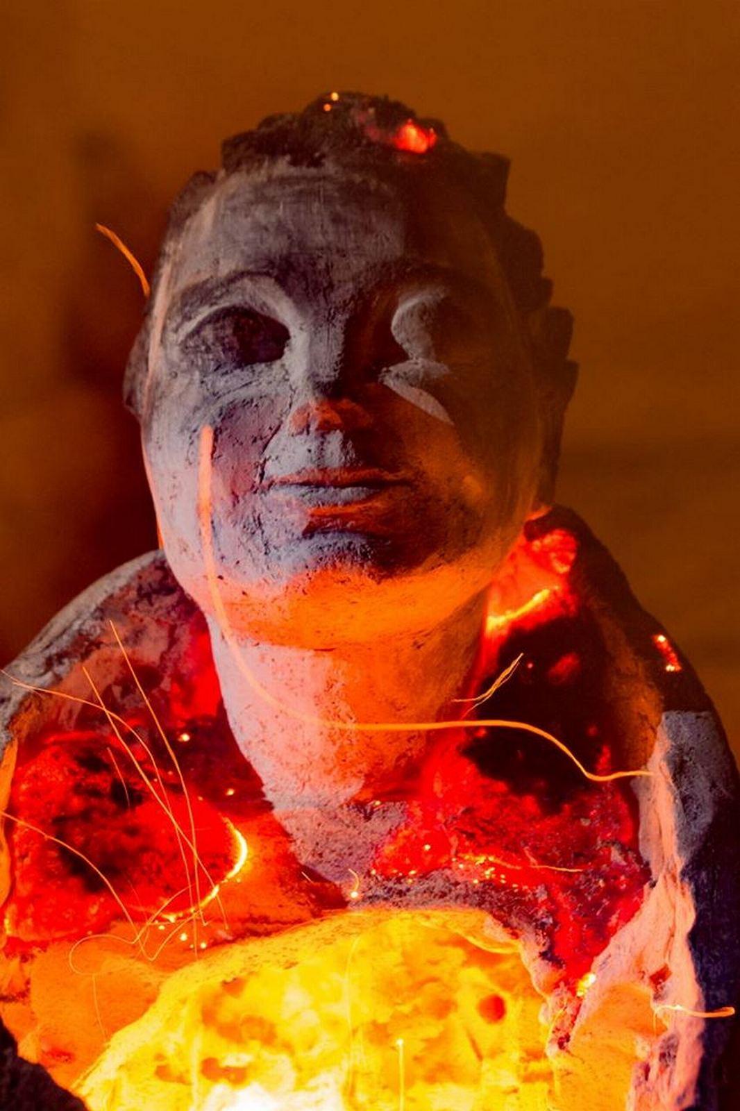 Во время обжига скульптуры