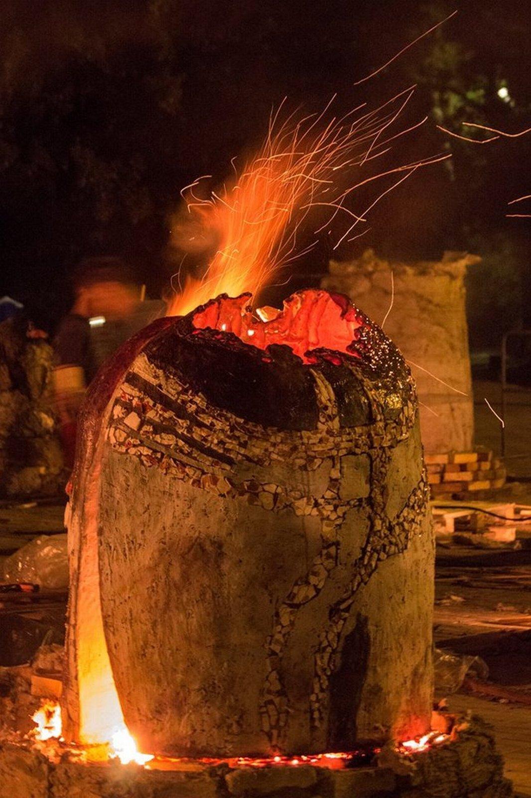 Мастера всю ночь обжигали скульптуры
