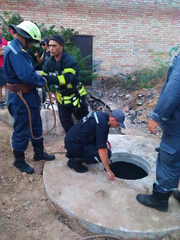В Марганце 13-летний мальчик упал в бетонный колодец