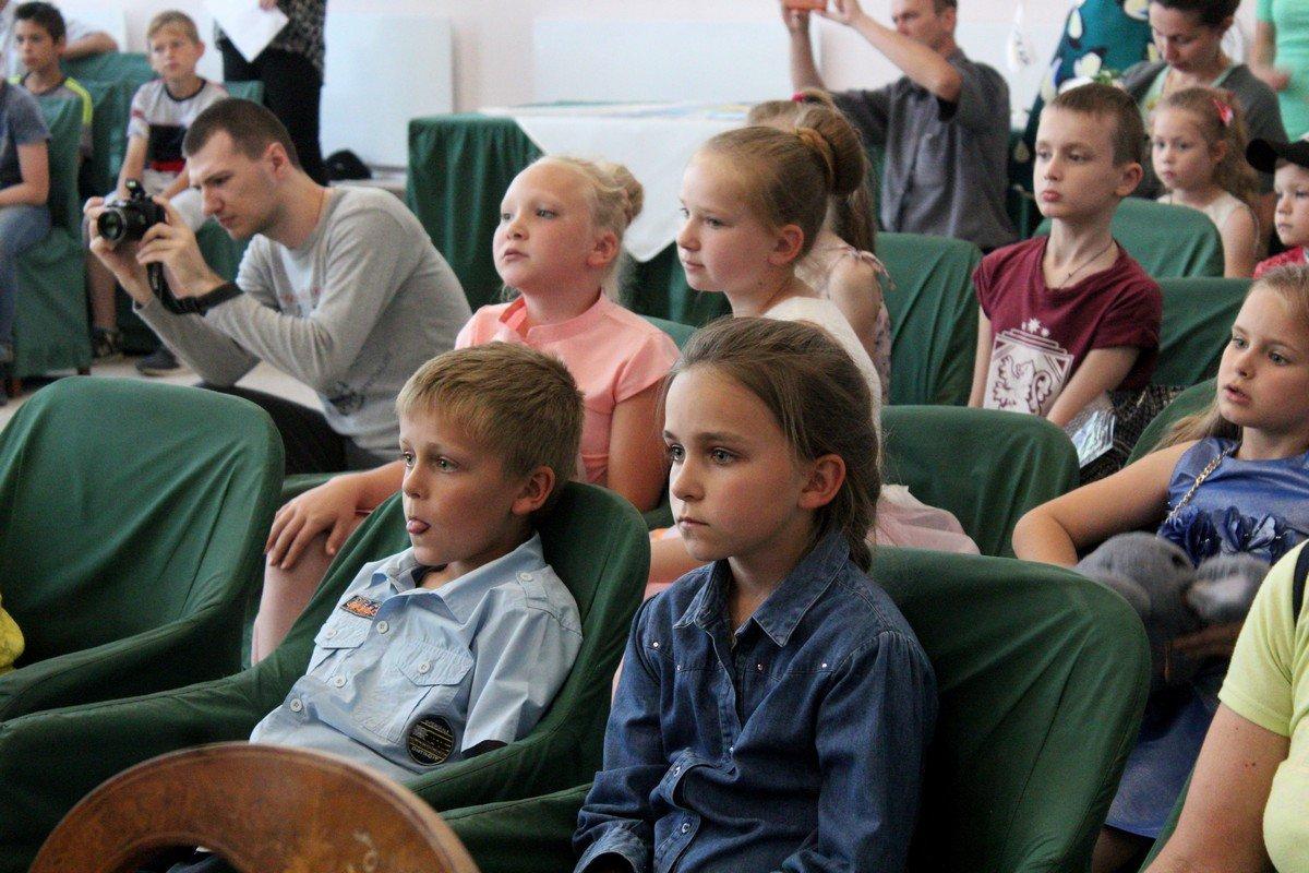 1 июня во Дворце торжественных событий для детей устроили развлечения