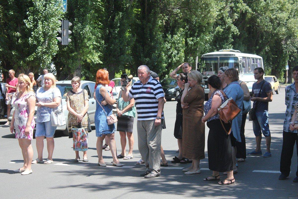 В знак протеста люди вышли на дорогу