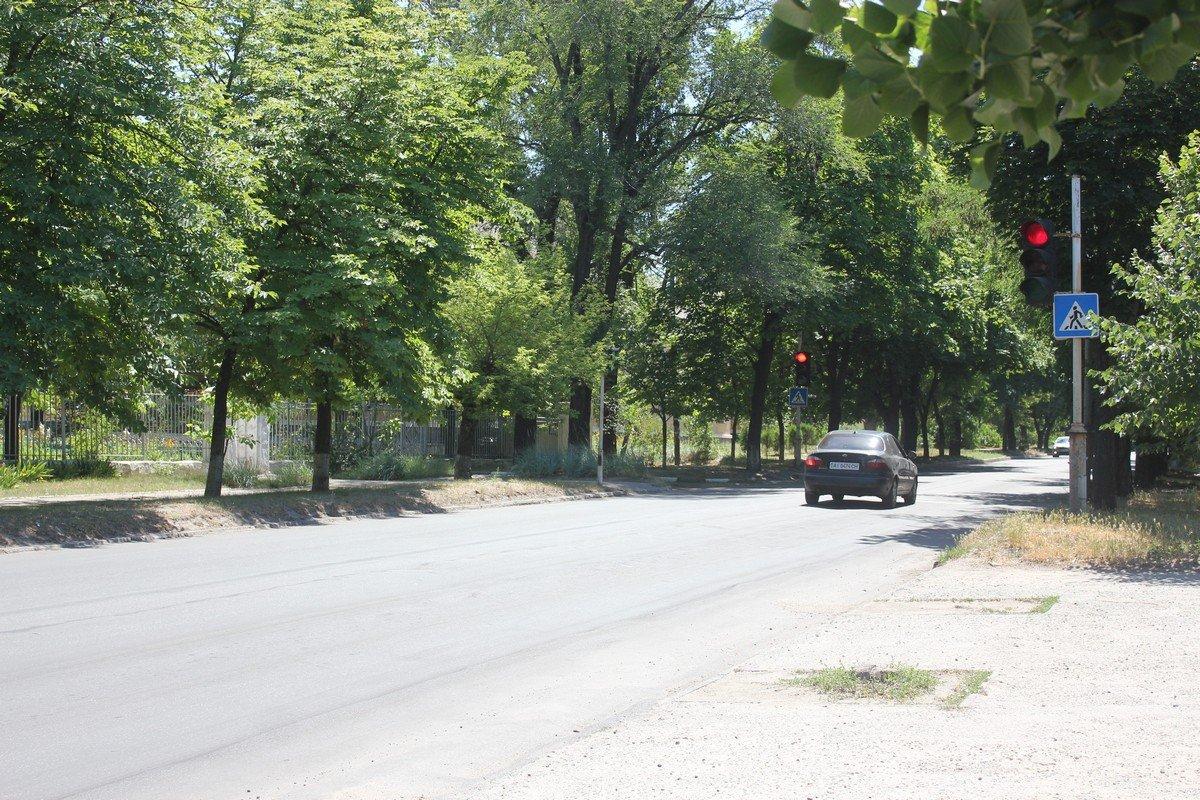Около школы № 13 рабочий светофор и дорожная разметка