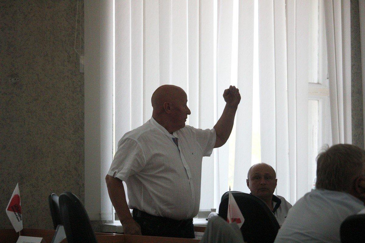 Депутат Анатолий Доброродний