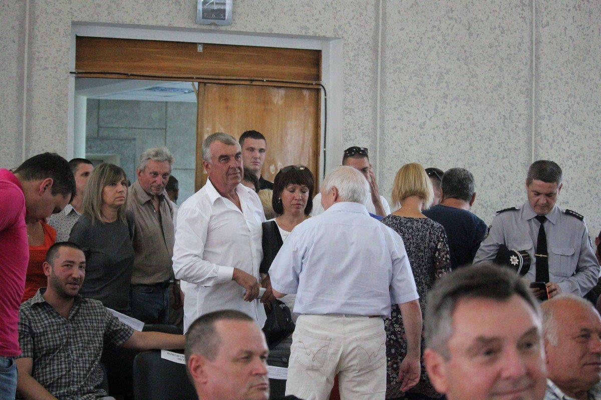 Общественность покину зал