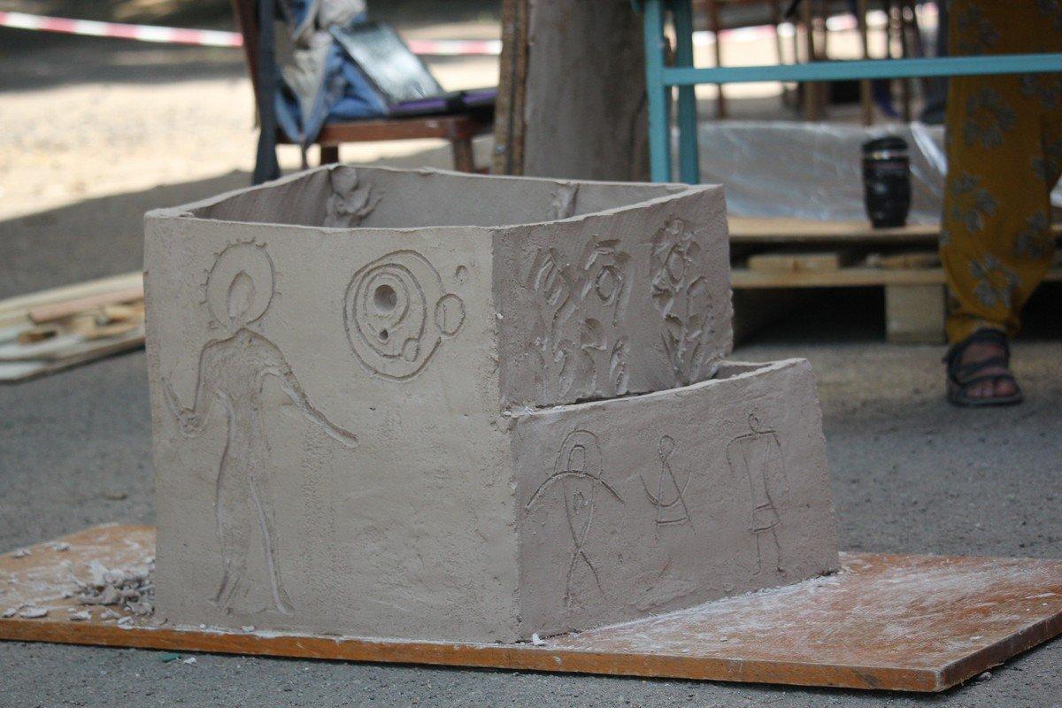 Детали изваяний из глины