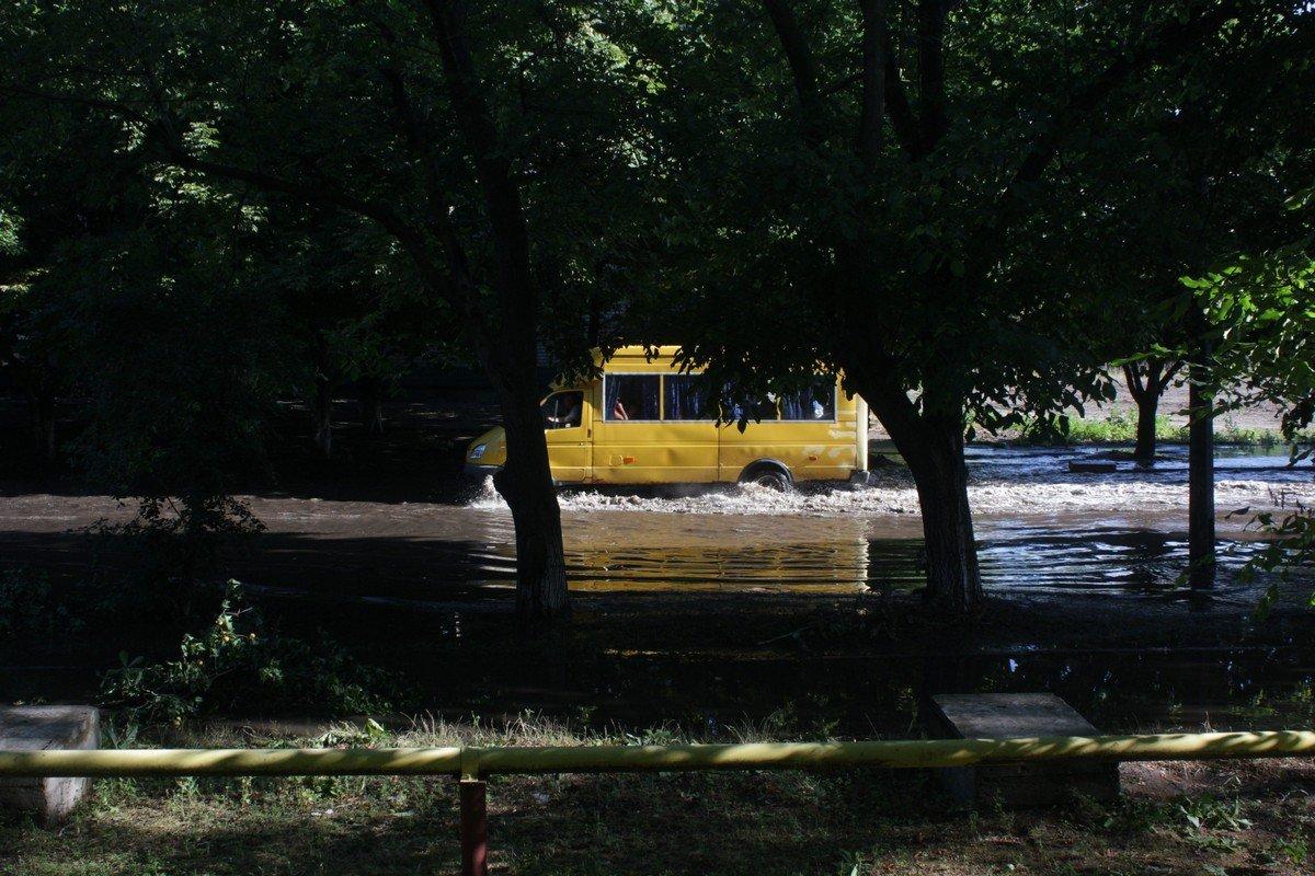 """Машины """"плавают"""" в воде"""