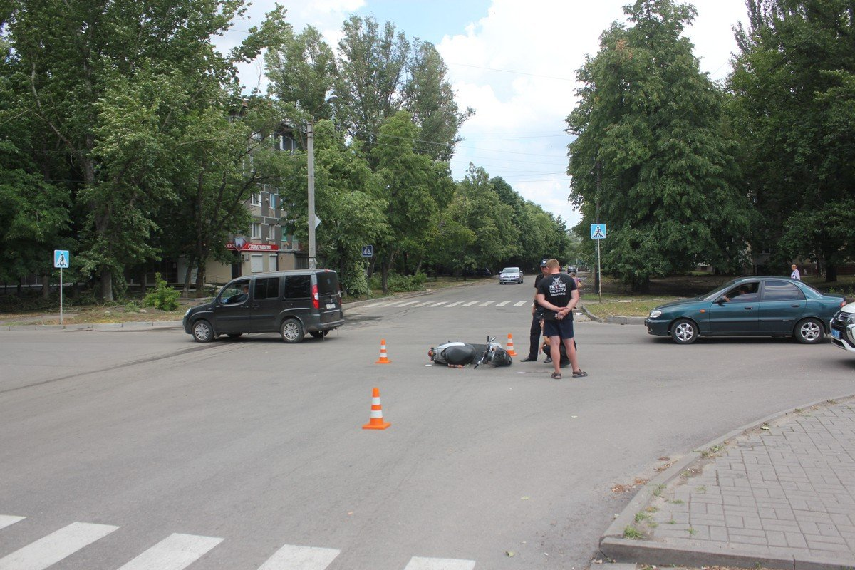 Пострадал мужчина на скутере