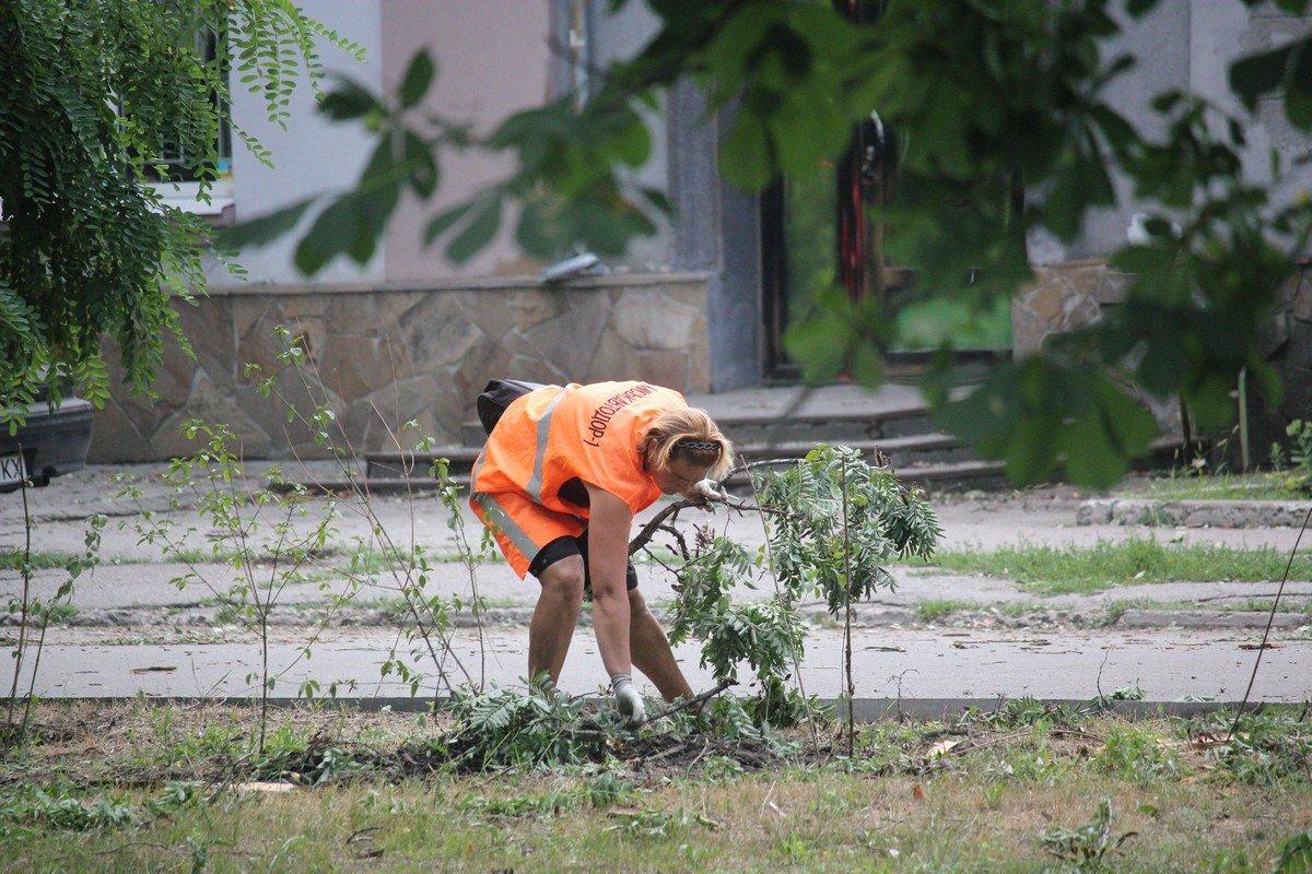 Город очищают от последствий бури