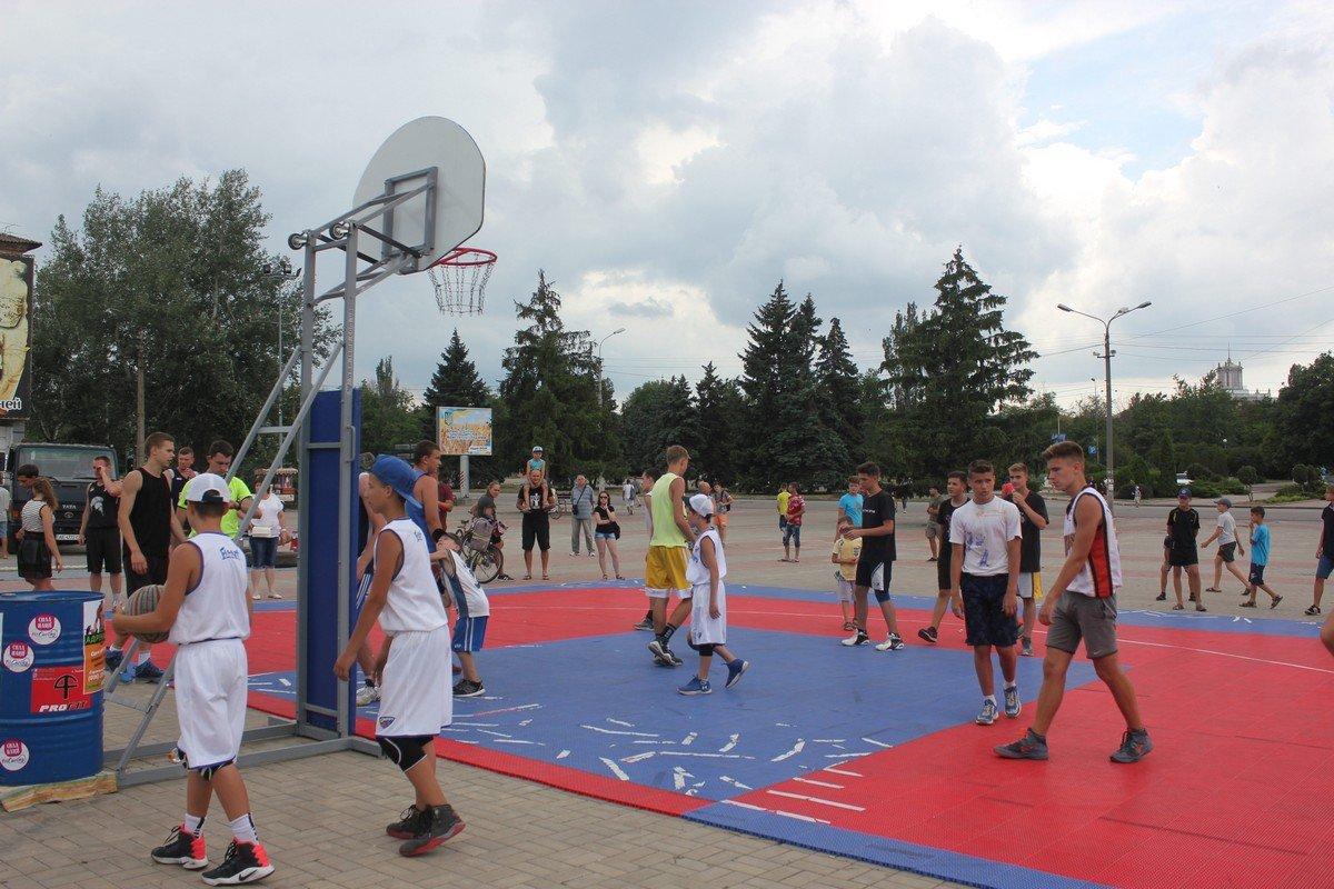 Любители спорта и здорового образа жизни соревновались на Европейской площади