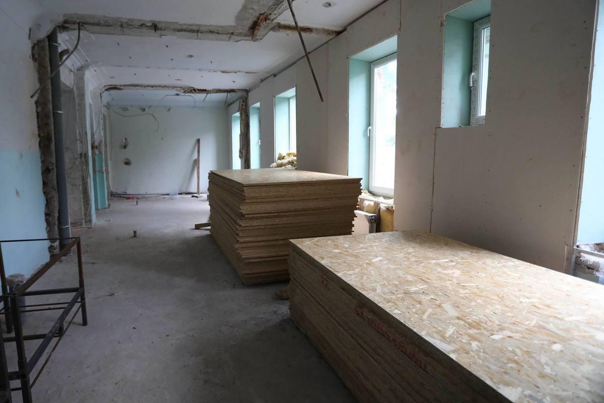 Стены изнутри обшивают листами OSB