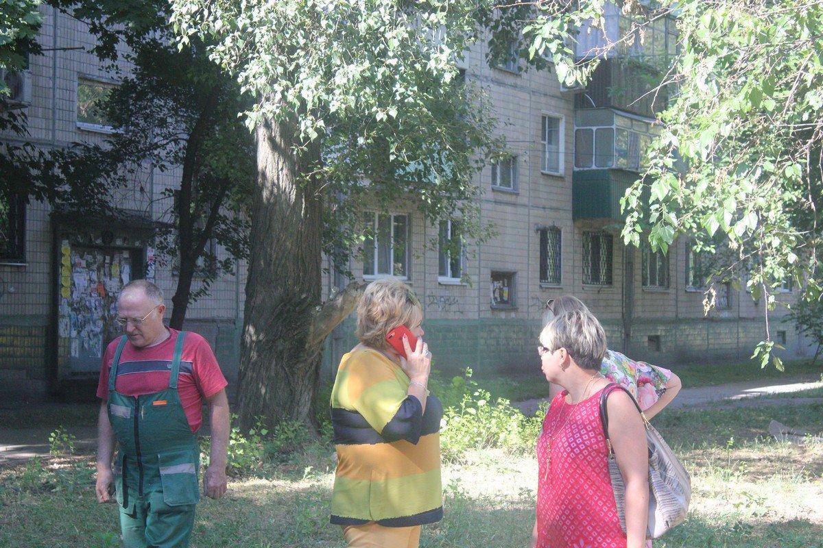 На место ДТП приехала заместитель городского головы Ольга Коник и начальник отдела образования Елена Селютина