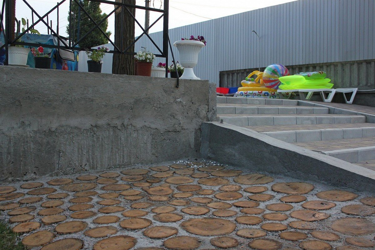 Территория для отдыха расположена на двух уровнях
