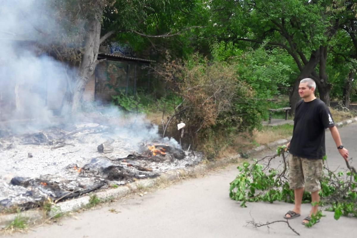 Жильцы пытались побороть пожар самостоятельно