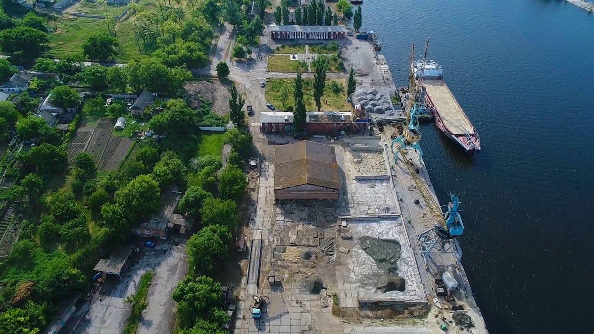Порт находится на улице Паромной, 26
