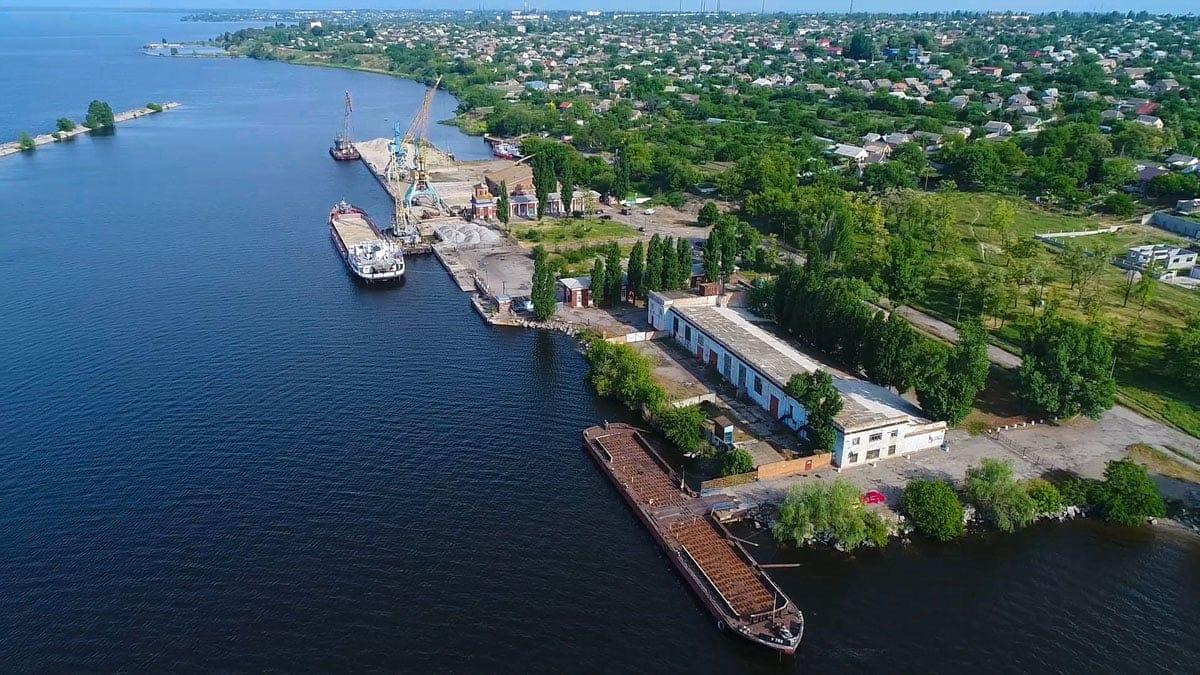 Речной порт специализируется на грузопассажирских перевозках