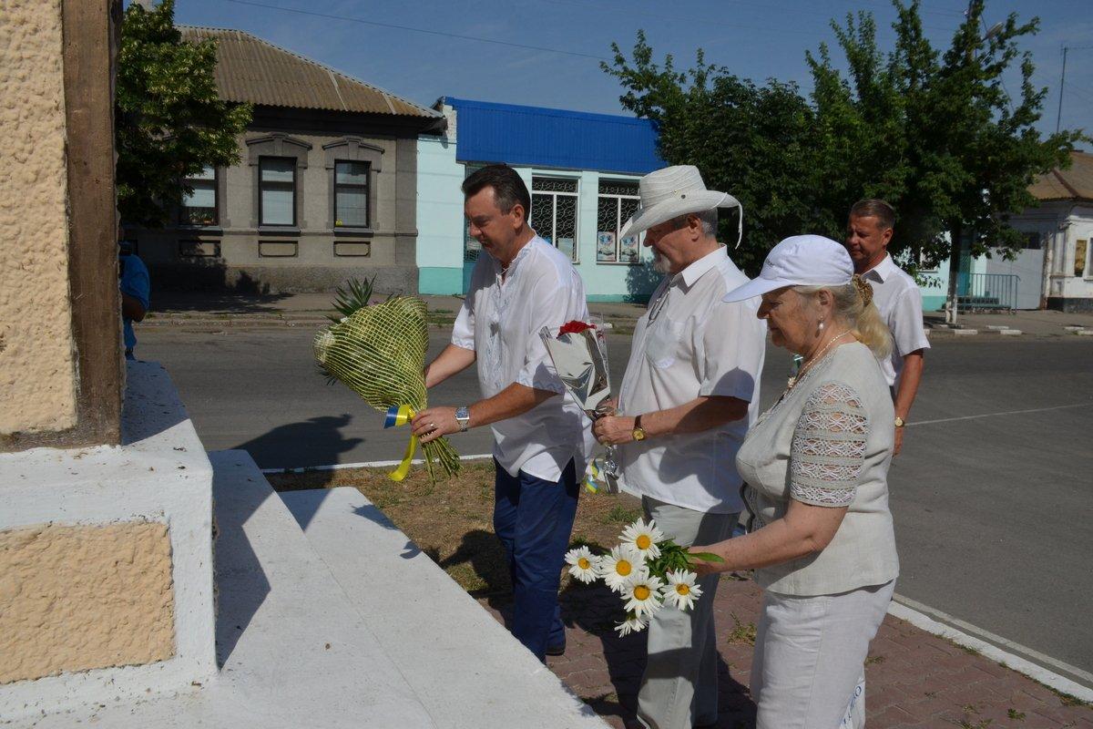 Управляющий делами исполнительного комитета Сергей Донец возложил цветы