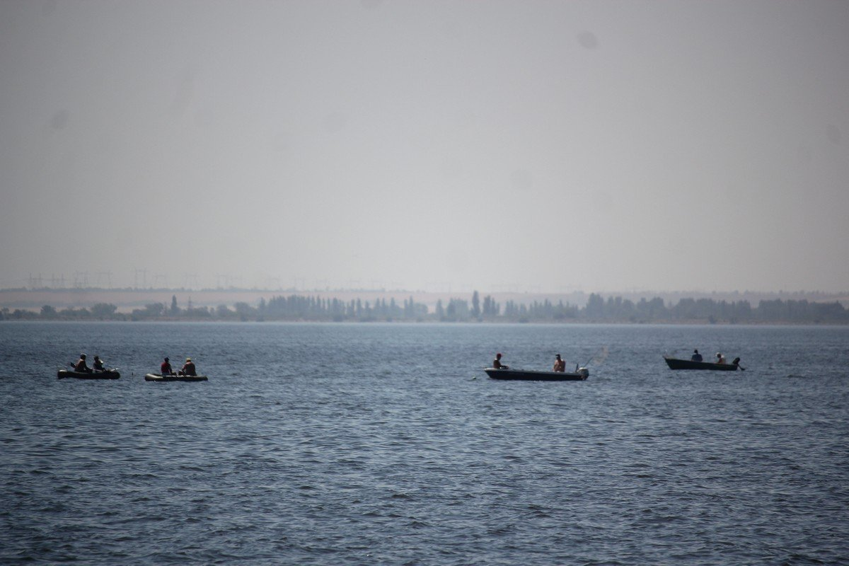 Рыбаки с серьезными намерениями. Ждут сомам