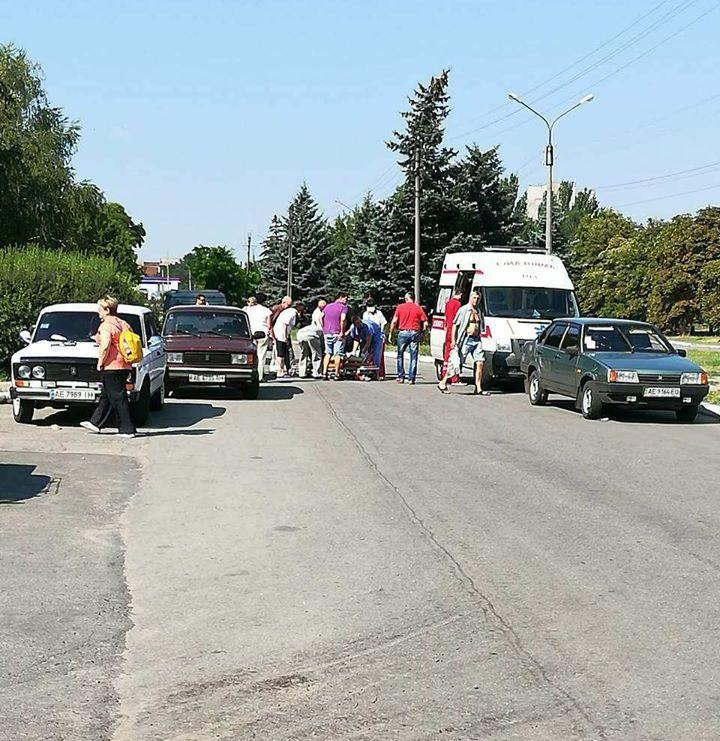 В Никополе на улице Первомайская автомобиль ВАЗ-21099