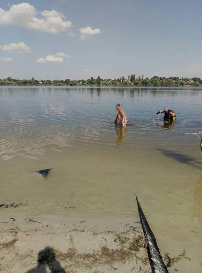 Погибшего вытащили на берег с помощью веревки