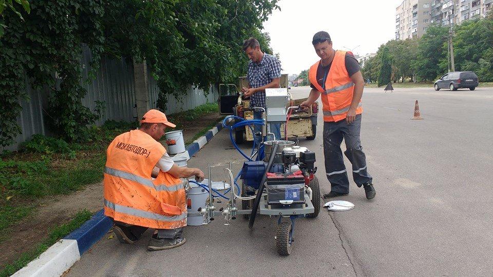 В Никополе прошла испытание автоматическая машина для нанесения дорожной разметки
