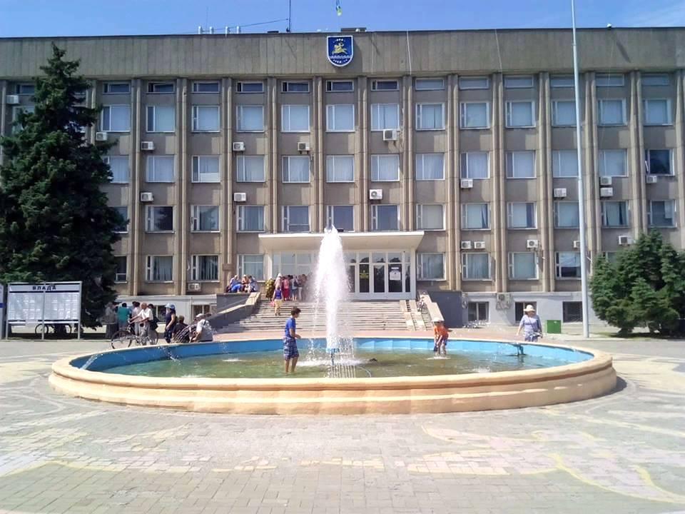 30 июля возле горсовета Никополя на мирное собрание пришли пенсионеры