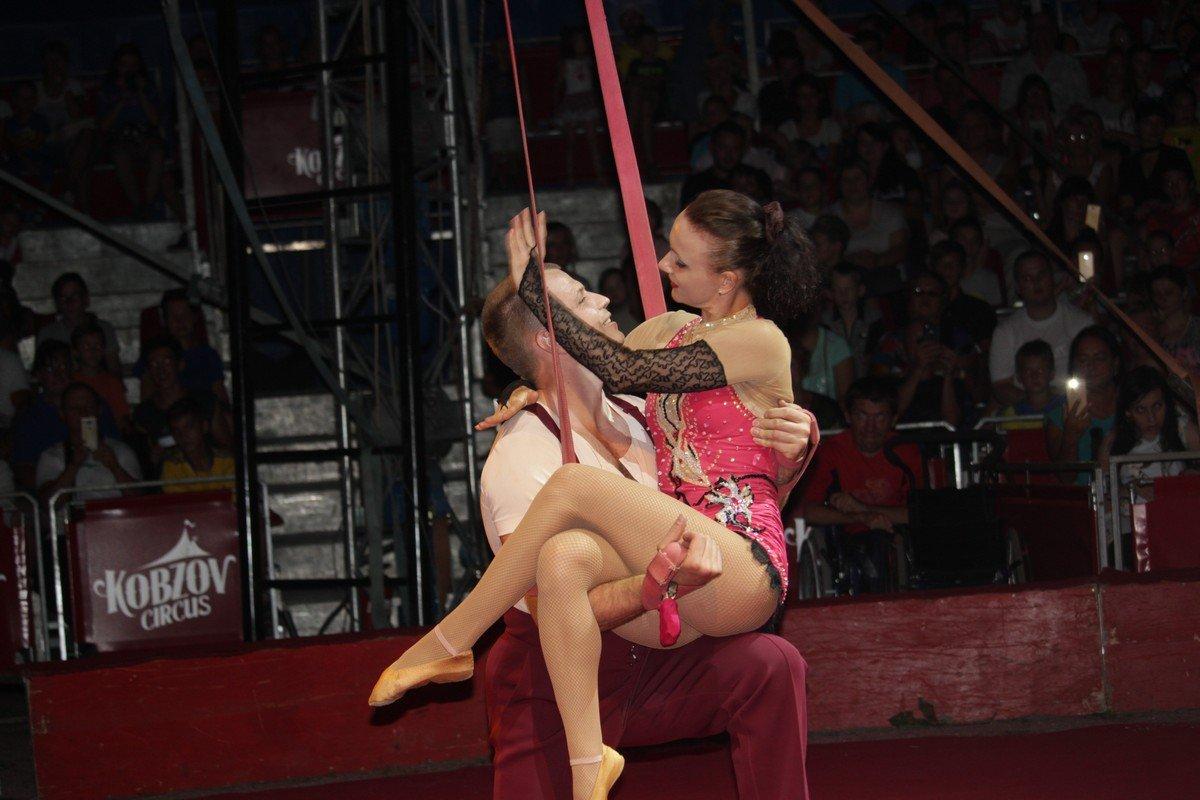 История любви под куполом цирка Кобзов