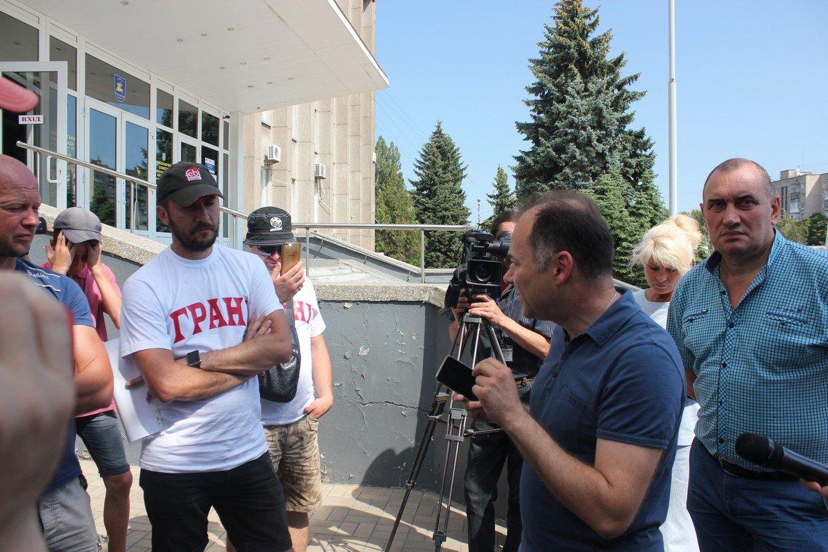 Мэр Никополя Андрей Фисак отвечает на вопросы активистов