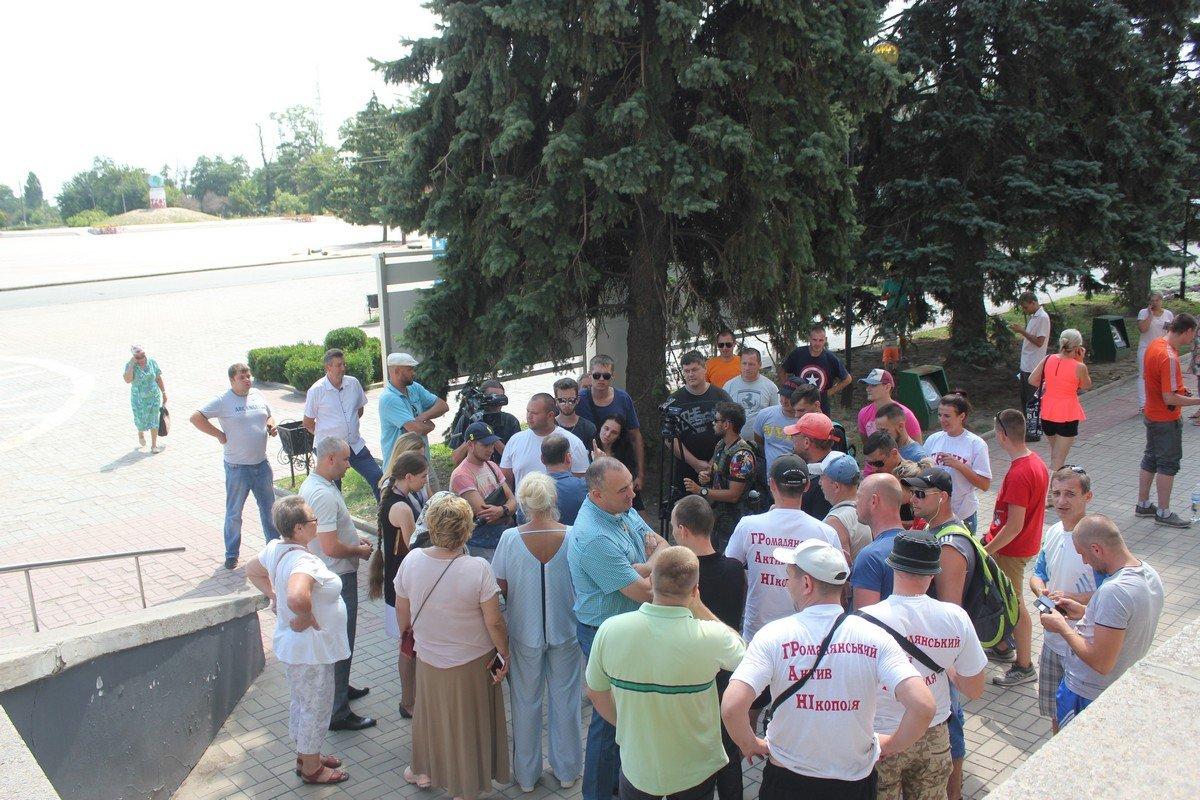 Жители города возмущены тем, что дороги в Никополе не делают